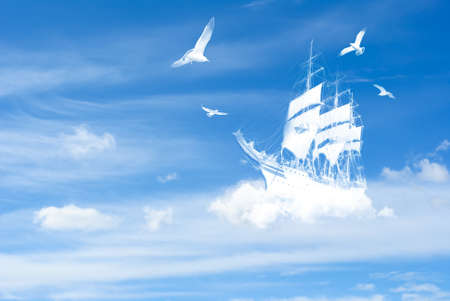 Starý velký plachtění fantasy Loď v oblacích