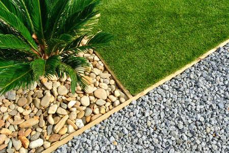Landschaftsbau Kombinationen von Gras, Pflanzen und Steine Standard-Bild