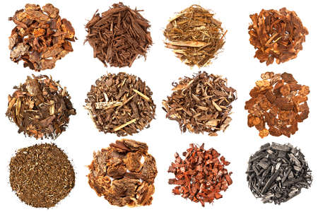 biomasa: Conjunto de mulch para jardinería en el fondo blanco