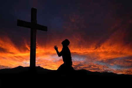 산 십자가 경배와 극적인 하늘 풍경 스톡 콘텐츠 - 35951200