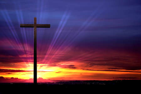 Cross silhouette over red dramatic sky at sunset Archivio Fotografico