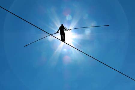 peligro: Equilibrista equilibrio sobre el concepto de la cuerda de la asunci�n de riesgos y el desaf�o