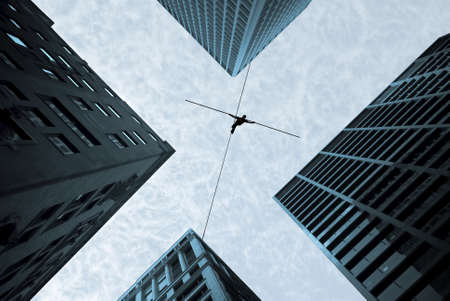Highline walker balancing on the rope concept of risk taking and challenge Banque d'images