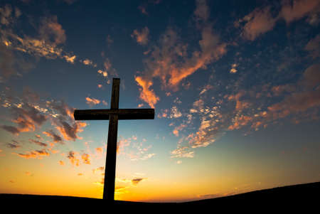 Silhouette of Christian cross at sunrise or sunset concept of religion Banque d'images
