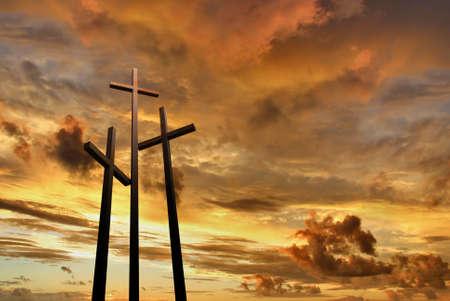 Tre croci sul monte Golgota, che rappresenta il giorno della crocifissione di Cristo? S Archivio Fotografico - 58825171