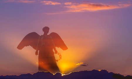 光の神の光線を天国で美しい天使