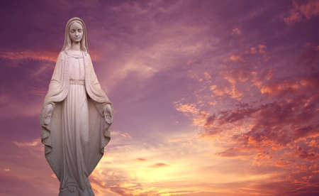 Statue of the Virgin Mary over sunset background concept of religion Stockfoto