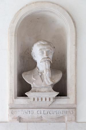 galla: Statua di Gaetano Crescimanno a Caltagirone Gall
