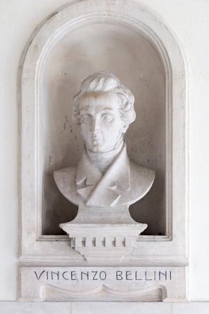bellini: Statue of Vincenzo Bellini in Caltagirone Gall