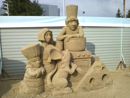 sculpture: Sculpture made of sand with cartoon characters Ratatouille