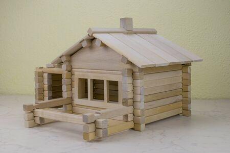 houten huis van de kinderen designer Birch Stockfoto