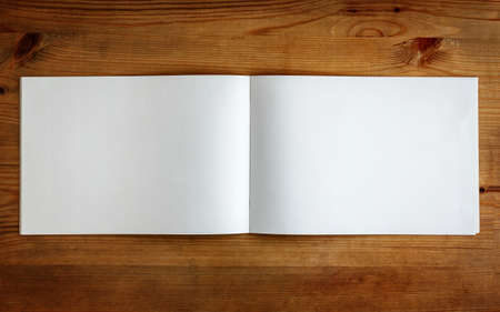 papeles oficina: Sketchbook sobre madera