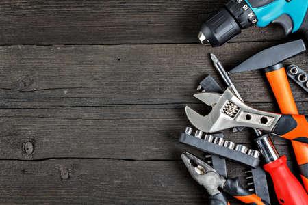 herramientas de trabajo: herramientas de trabajo en la madera de cerca Foto de archivo