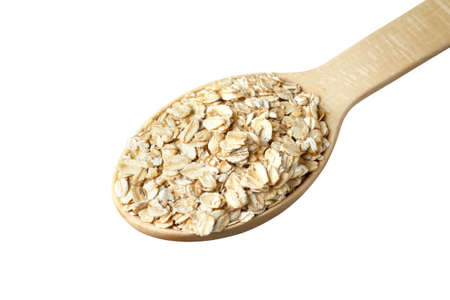 avena en hojuelas: Rolled oats in a wooden spoon isolated on white