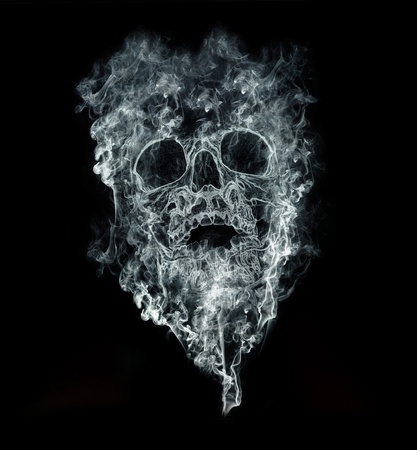 fumando: fumar mata sobre fondo negro Foto de archivo