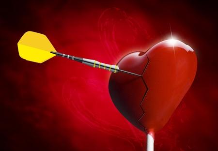 Broken Heart-shaped lollipop getroffen von einem Pfeil für die Valentinstag Lizenzfreie Bilder