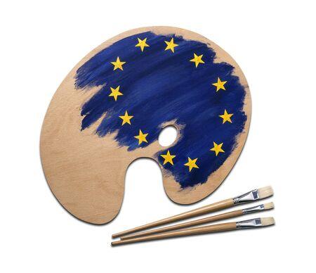 Bois palette des artistes chargés de peintures drapeau européen et de broussailles, isolé sur un fond blanc avec chemin de détourage. Banque d'images - 12414092