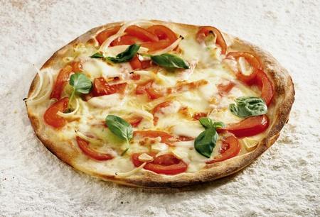 napoletana: Casarecce Pizza su uno sfondo di farina