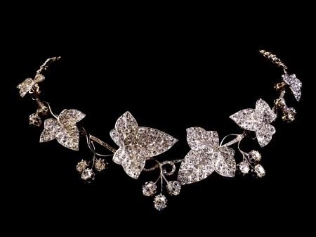 diamante negro: Hermoso collar de diamante de la vendimia en negro Foto de archivo