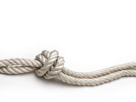 nudo: Cuerda con un nudo en el fondo blanco Foto de archivo