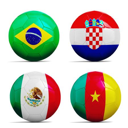 Vier Fußball-Bälle mit Flags