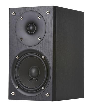 Der schwarze Lautsprecher isoliert auf weißem Hintergrund.