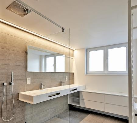 高級バスルーム不動産の家