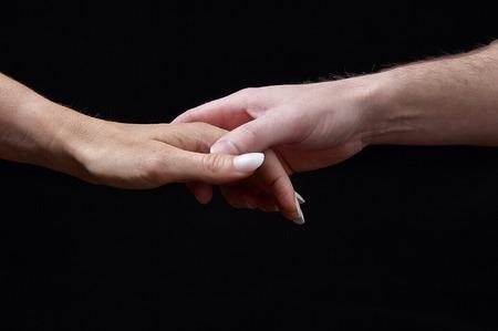 el mundo en tus manos: Concepto de emociones. La ternura. El sentido del tacto expresa sentimientos y emociones a trav�s del contacto con la mano masculina y femenina