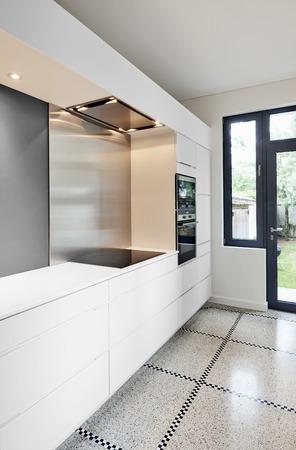 Eine stilvolle moderne Küche Interieur in der Perspektive