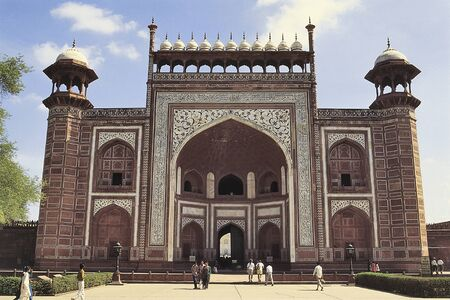 mughal architecture: DELHI, INDIA- NOVEMBER 12, 2001: Some people enjoyed visiting the Red Fort durring the daytime in Delhi, India