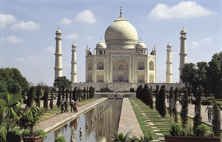 mughal architecture: AGRA, INDIA- NOVEMBER 12, 2001: Some people enjoyed the famous place white marble Taj Mahal in India, Agra, Uttar Pradesh