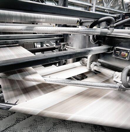 velocidad de la prensa de impresión offset en el trabajo Foto de archivo