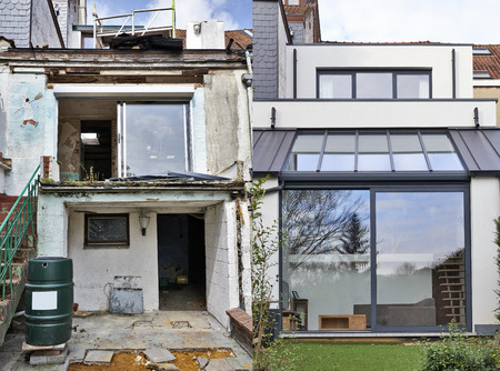 Construction of a new part from old house before and after Banque d'images
