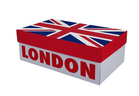 Weißer Schuhkarton und englische Flagge auf weißer Tabelle mit Reflexion, Beschneidungspfad für den Kasten