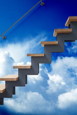 Escaliers en bois dur dans un salon moderne contre un mur de ciel nuageux. Concept surréaliste Banque d'images