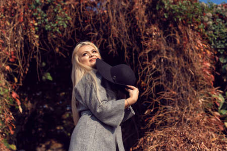 Autumn walk in the park with a cute blonde 스톡 콘텐츠 - 133463820