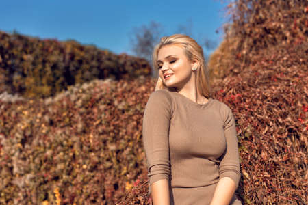 Autumn walk in the park with a cute blonde 스톡 콘텐츠 - 133463873