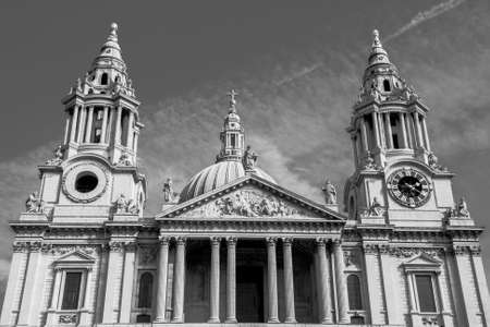architecture monumental: St Pauls Cathedral in London