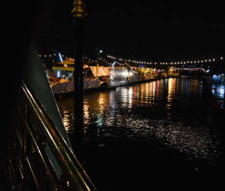 A Temple Festival River Night_2 Stok Fotoğraf - 81268026