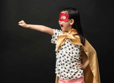 Niños Superhéroe sobre un fondo negro