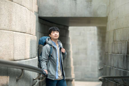 A young man doing a backpacking trip in a Korean traditional house. Standard-Bild - 98916435