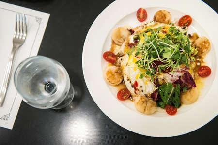 Italian restaurant Scallops Salad, grilled scallops shell with vegetable Standard-Bild - 107033863