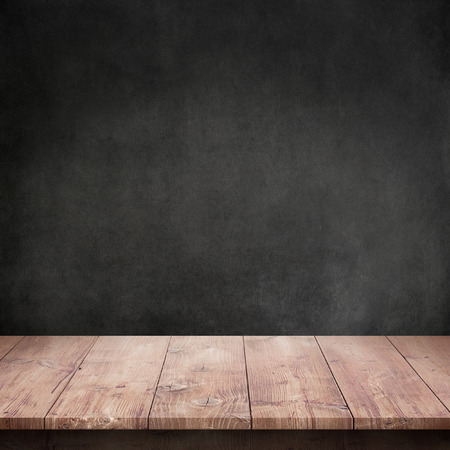 Wood table with dark concrete texture background Stockfoto