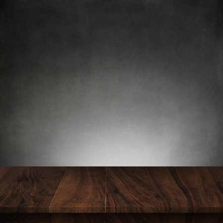 Wood table with dark concrete texture background Banco de Imagens