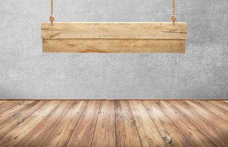 Houten tafel met opknoping houten bord Stockfoto - 46182944