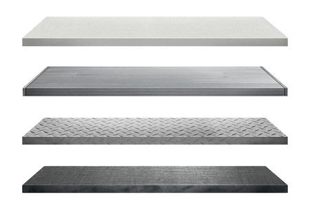Metalen rekken gemaakt van staal op een witte achtergrond