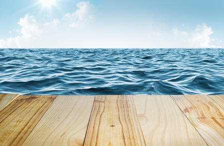 Blue sea and clear sky with wooden table Фото со стока - 97294783