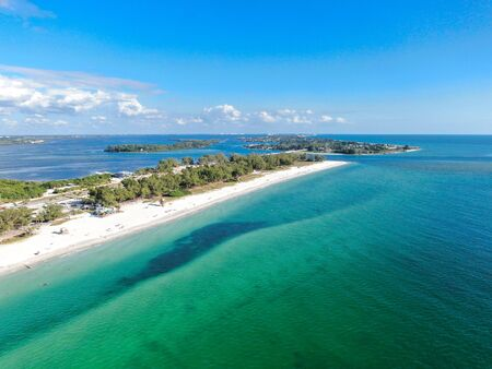 Aerial view of Anna Maria Island, white sand beaches and blue water, barrier island on Florida Gulf Coast. Manatee County. USA 스톡 콘텐츠
