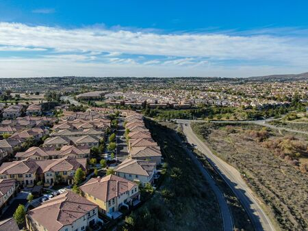 Aerial view of upper middle class neighborhood with identical residential subdivision houses during sunny day in Chula Vista, California, USA. 免版税图像