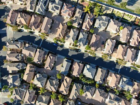 Aerial top view of upper middle class neighborhood with residential house next to each other in Chula Vista, California, USA. 免版税图像